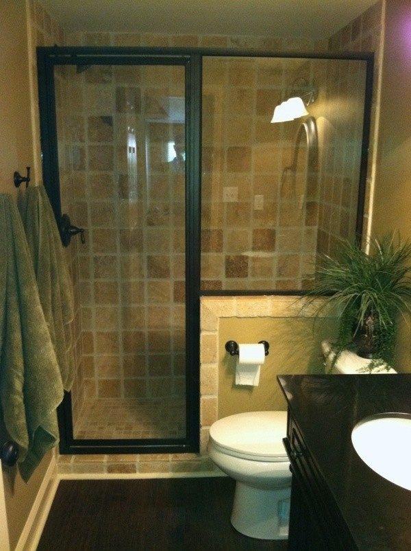 Baños Rusticos Modernos Pequenos:Divide la zona de la ducha con puerta de cristal transparente