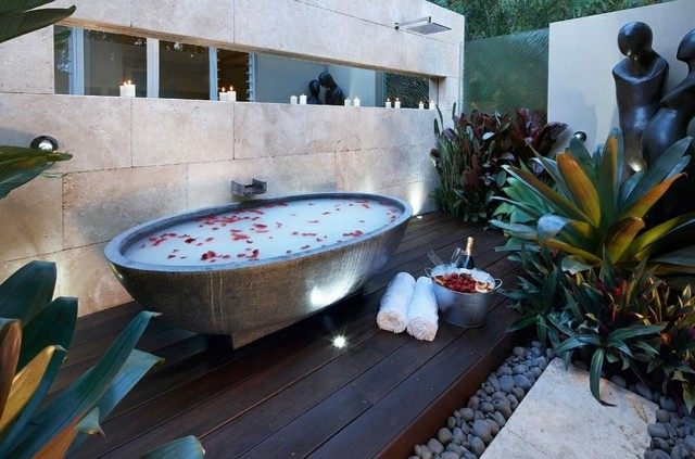 Muebles de baño bañera marmol jardin