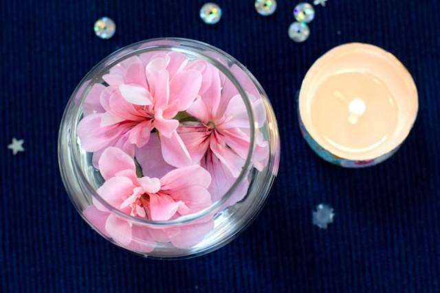 adorno mesa flores rosa vela