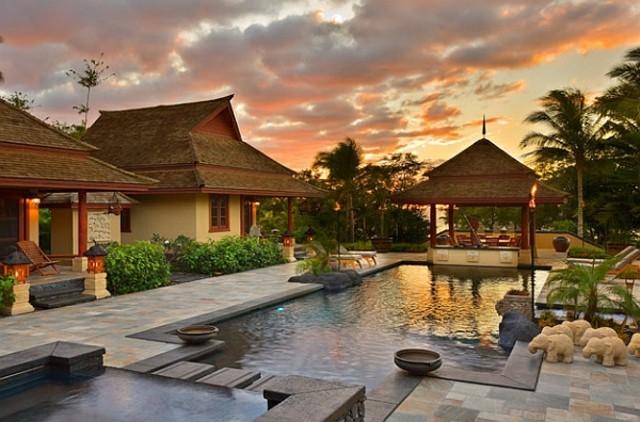 antorchas de jardín tiki estilo hawaiano