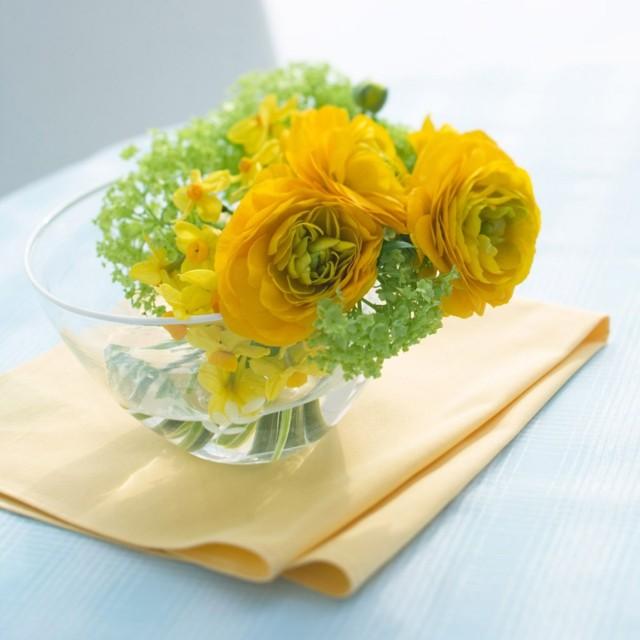 arreglos florales simples con flores amarillas