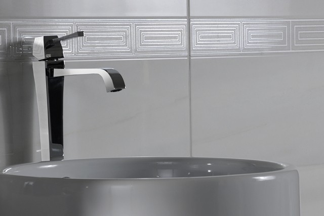azulejos para baños detalle gris lavabo moderno
