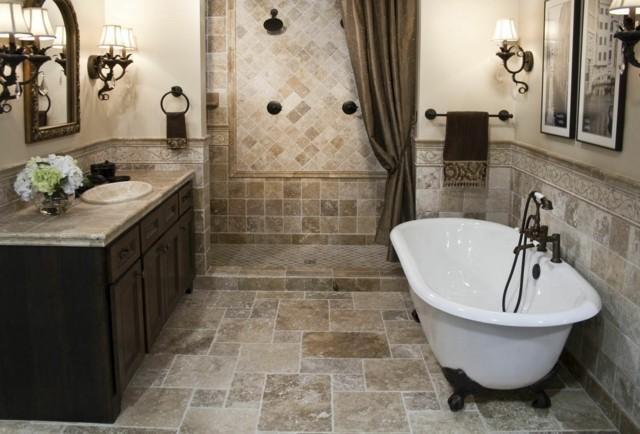 baño de diseño armarios madera tina blanca piernas pequeña