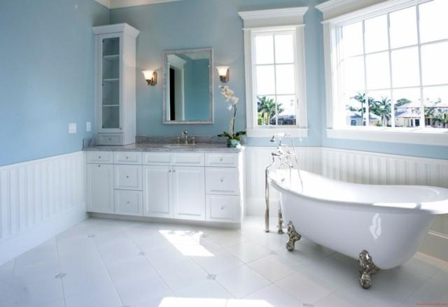 baño de diseño fresco blanco pared azul