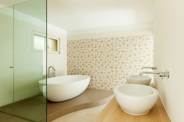 baño de diseño lavabos redondos tina grande niveles papel pared