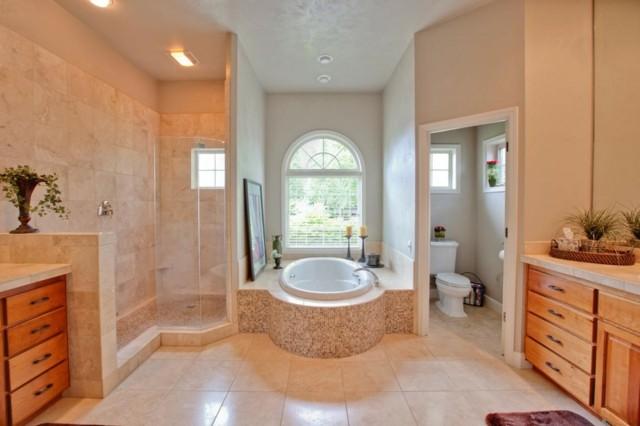 baño de diseño muebles madera estilo mediterraneo luminoso