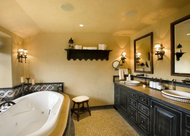 baño estilo mediterraneo amarillo bañeta muebles negros estanteria