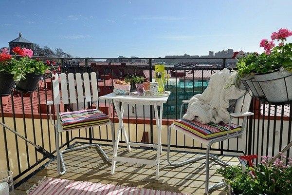balcon masetas mesa alfombra aire libre