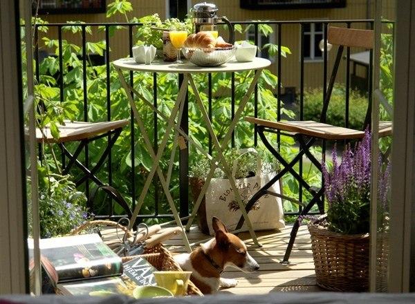 balcon mesa redonda flores bonito