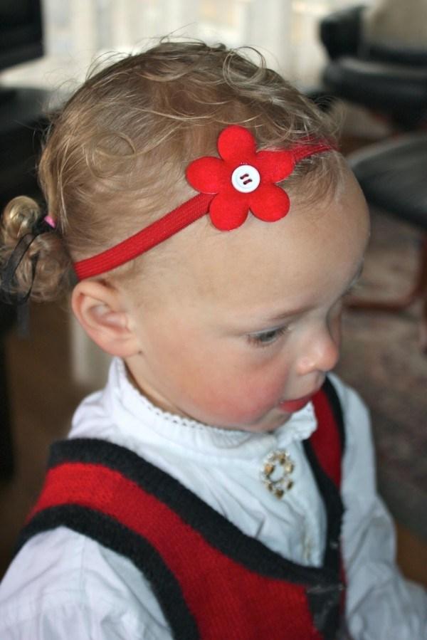 bebe diadema flor roja botón