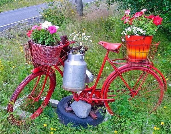 bicicleta antigua macetas flores cesta