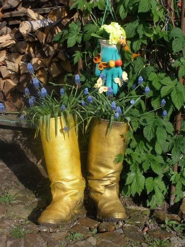 botas guantes diseño plantas jardin