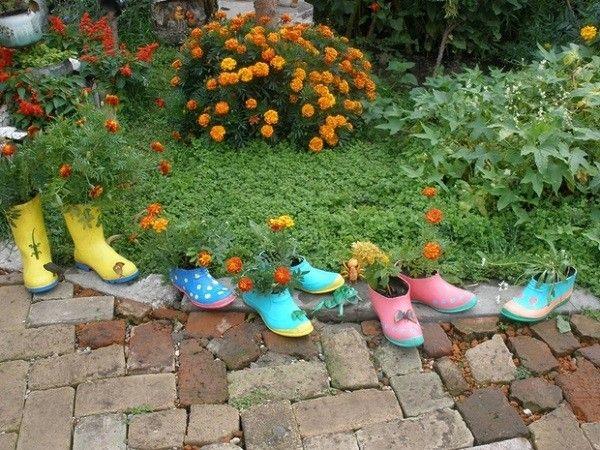 botas macetas jardin flores zapatos