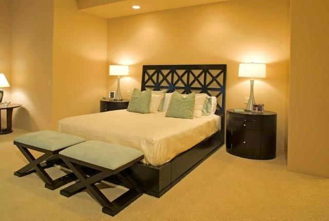 cálido mobiliario contraste madera cojines