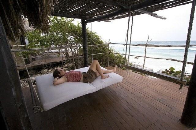 cama colgante hamaca relajante playa