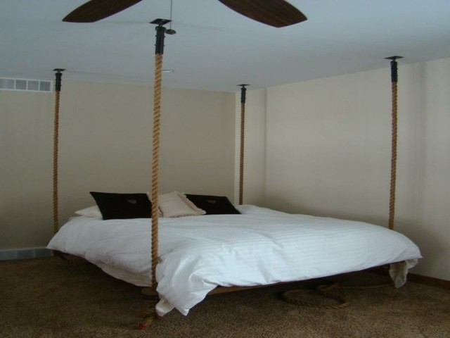 cama colgante matrimonio habitacion minimalista