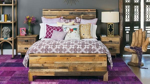 cama madera palets dormitorio morado