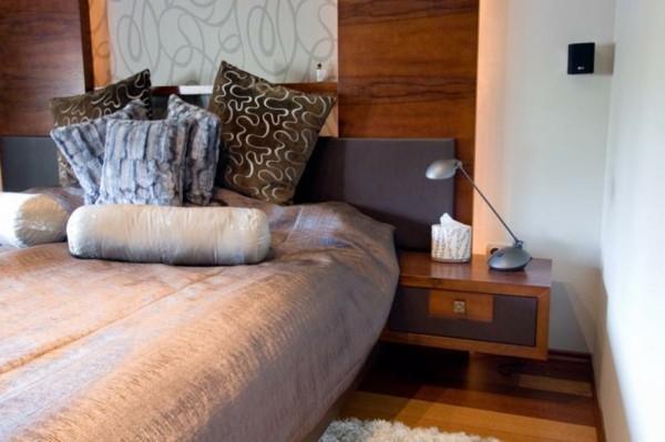 cama moderna cabecero madera grande
