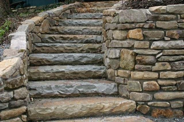 Senderos de piedra para jardines naturales for Camino de piedras para jardin