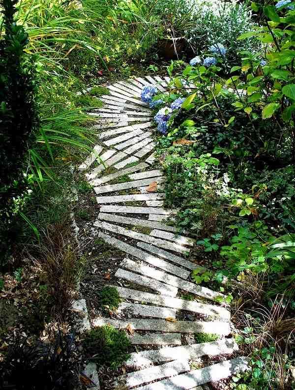 Baldosas y adoquines para bonitos caminos de jard n for Caminos de jardines rusticos