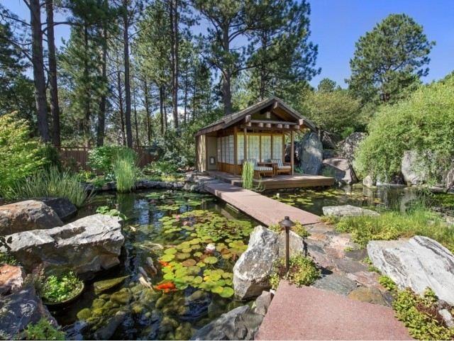 casa lago zen puente loto rocas