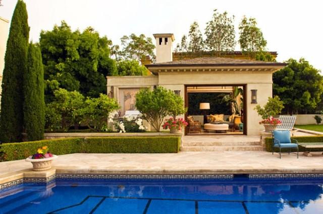 caseta de jardin piscina lujosa