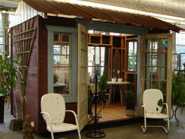 casita de jardin rustica madera marron