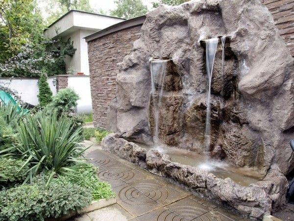 catarata pared estanque jardín piedras