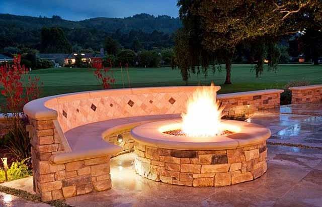 chimenea fogata redonda piedra fuego