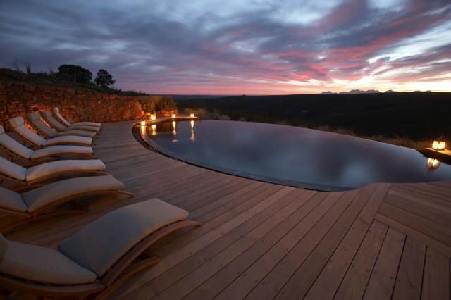 chimeneas hamacas piscina grande madera