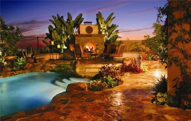 chimeneas piscina atardecer estupenda palmeras