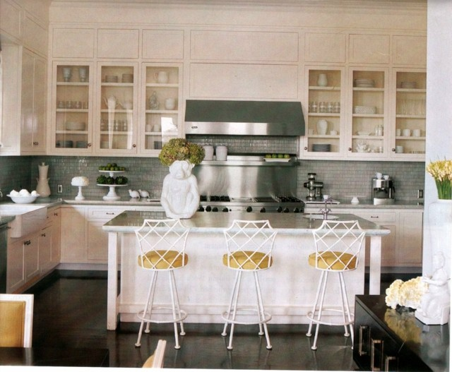 cocina armarios puertas cristal muebles sillas blancos