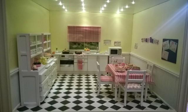 cocina azulejos blanco negro mantes bonita cortina rosa