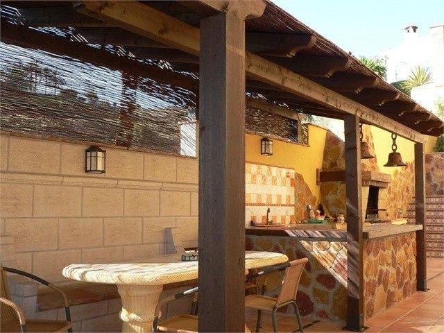 Barbacoas de obra y cocinas exteriores for Tejados de madera modernos