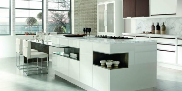 cocina blanca isla sillas mesa