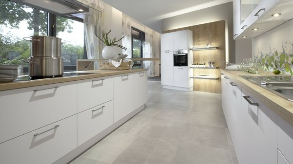 cocina espaciosa color blanco beige