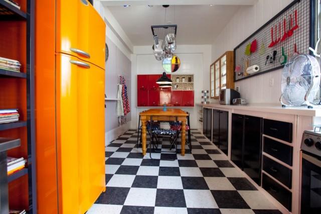 cocina estilo retro vintage azilejos frigorifico blanco negro