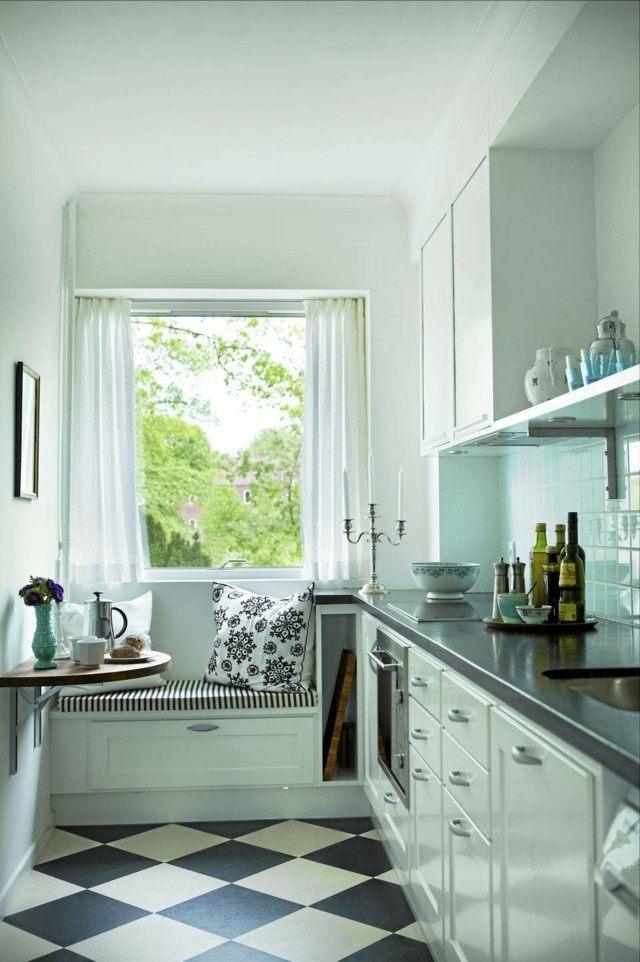 cocina estrecha estilo retro azul acogedora pequña bonita
