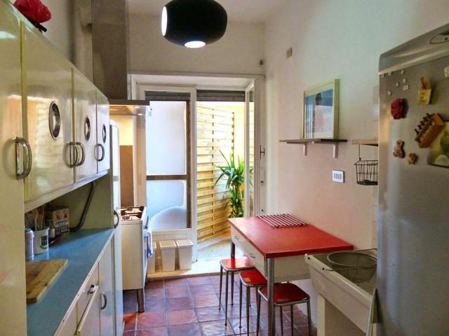 Vintage estilo retro cl sico en la cocina for Mesas y sillas para cocinas pequenas