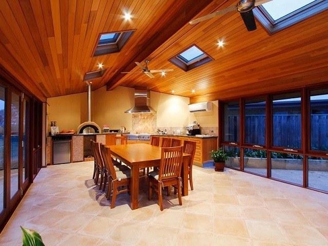 cocina exterior cubierta madera campana