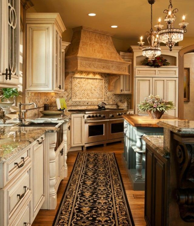 cocina larga muebles blancos diseño alfombra marmol