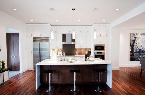 cocinas  modernas con suelo negro muebles blancos luces colgantes