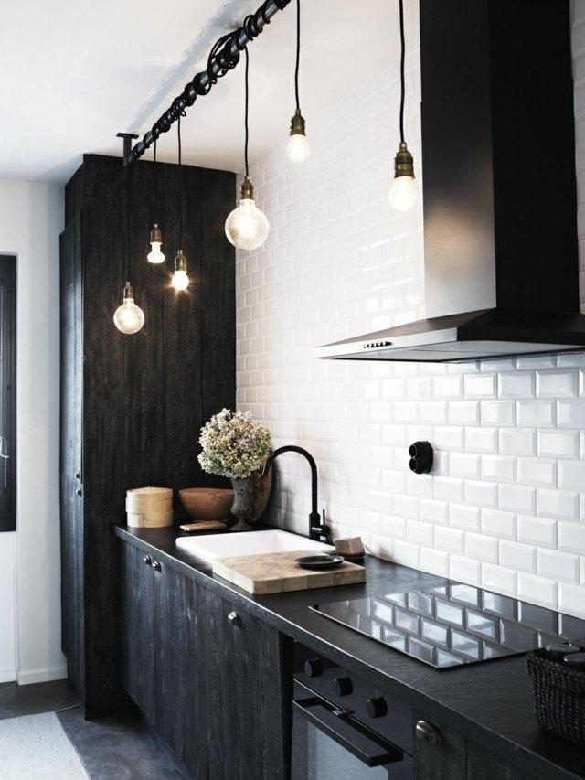 cocina vintage azulejos blancos bonita muebles negros idea