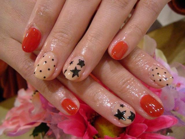colores piel rojo decoracion uñas moderno estrellas