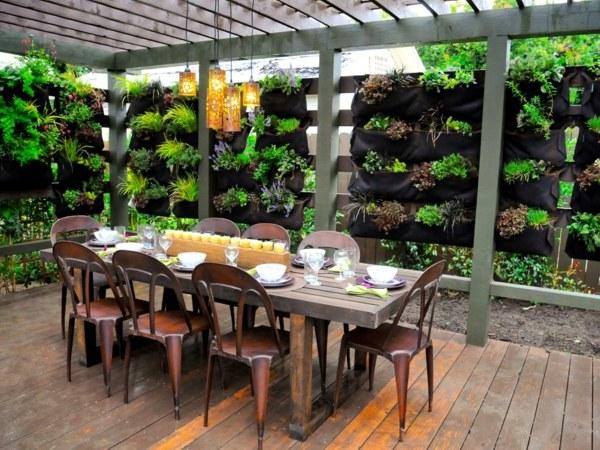 comedor exterior mesa jardin lamparas