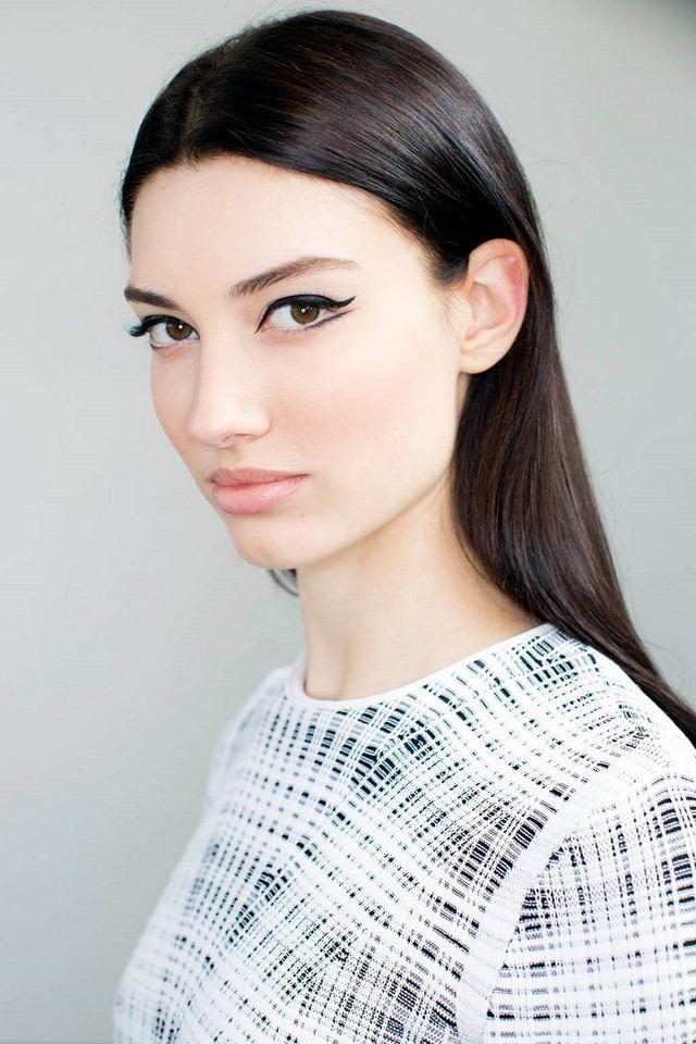 cómo  maquillarse delineador negro estilo interesante