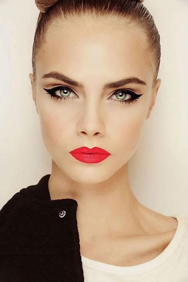 cómo  maquillarse delineador negro labios rojos