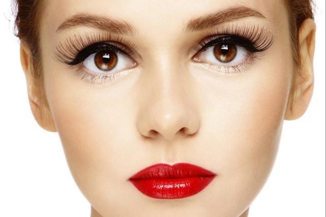 cómo  maquillarse labios rojos bonitos