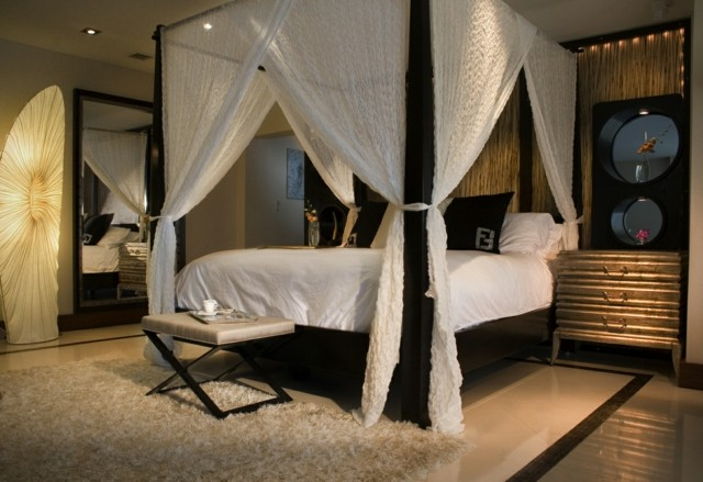 Dormitorios matrimonio con camas con dosel for Ropa cama matrimonio