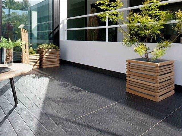 contenedore plantas madera mesa cristaleria moderno